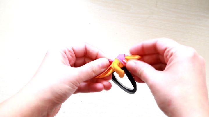hair-ties-part1.mp4_000303102